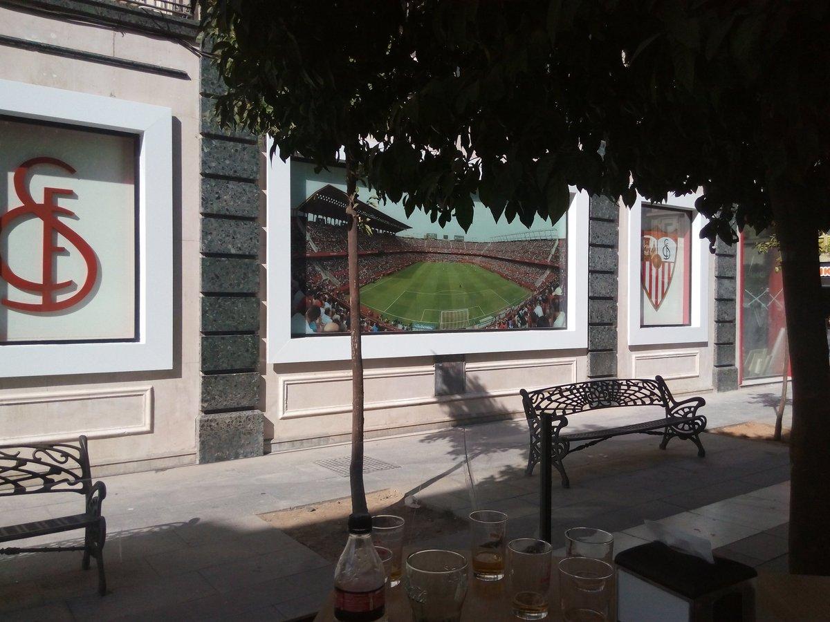 Foto: Próxima apertura gran tienda Sevilla FC en Av. Constitución, vía @gol_nortesfc