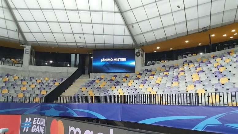 Foto: Detallazo del Maribor con mensaje de ánimo a Berizzo en el videomarcador