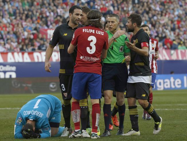 Filipe Luis acabó encarado con el banquillo del Sevilla