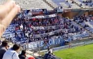 Foto: El Frente Onuba saca un 'tifo' contra el Sevilla