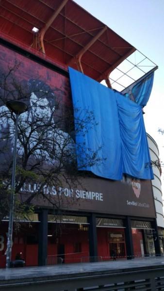 Foto: Desmontan parte de la visera de preferencia del Estadio, visto en ForoSevillaGrande