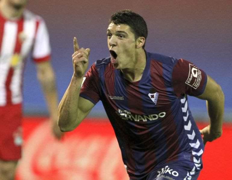 El Sevilla negocia por Ander Capa