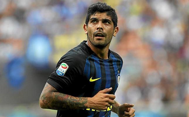 La situación de Banega con su renovación recuerda a su salida al Inter