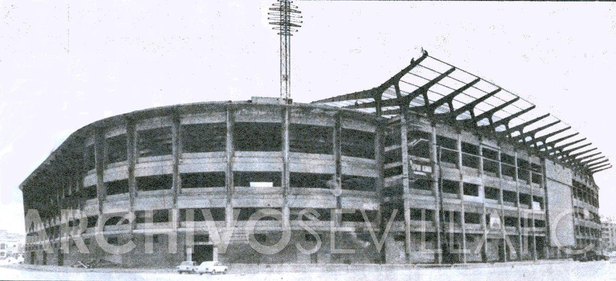 Foto: Estadio Ramón Sánchez-Pizjuán durante la remodelación previa al Mundial 82