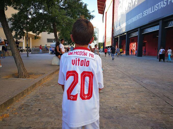 Foto: La afición ya se manifiesta contra Vitolo