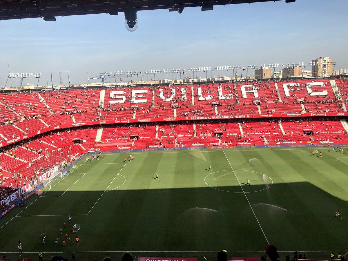 Foto: El Estadio se quedó vacío en el descanso