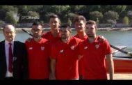 Vídeo: Nolito y Navas se fueron al agua con el equipo de remo del Sevilla FC