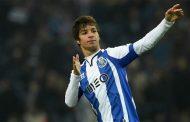 Óliver Torres llega esta noche a Sevilla