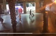Vídeos: Los hinchas ingleses protagonizan actos violentos en el Centro de Sevilla