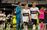 Vídeo: Sevillistas vs aficionados del Fulham tras acordarse que ha terminado la cesión de Sergio Rico, vía @kalesdj