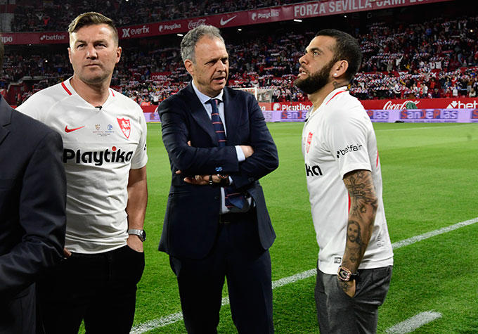 L'Equipe ve factible la vuelta de Dani Alves al Sevilla