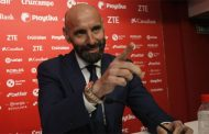Monchi se hace el sordo y volverá a gastar 2.000 euros al mes de teléfono en Sevilla