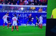 ¿Hubo penalti por mano antes que fuera de juego de Munir? (Incluye imagen)