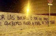 Fotos: Aparecen pintadas contra José Castro en el estadio Ramón Sánchez-Pizjuán
