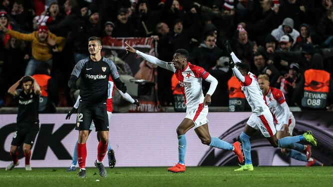 El Sevilla se despide sin un ápice de grandeza