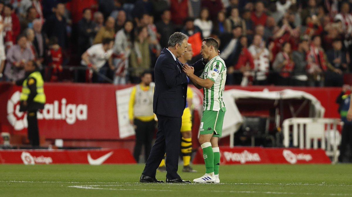 Foto: El gesto de Guardado tras consumarse su derrota en ElGranDerbi