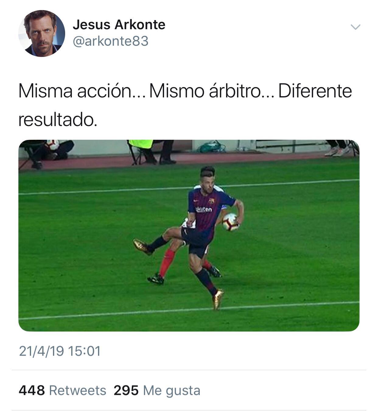 Foto: Misma acción, mismo árbitro... diferente resultado vía @arkonte83