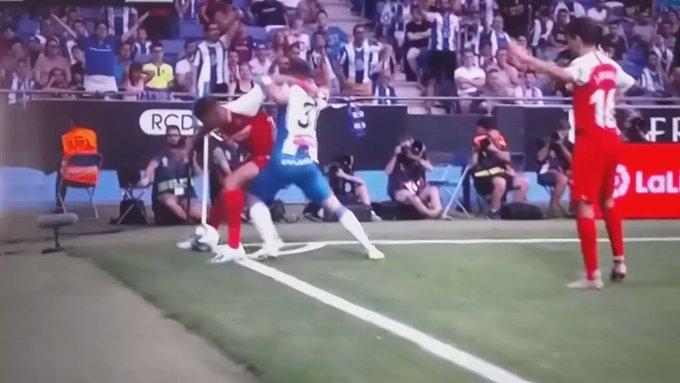Diego Carlos, los memes de su defensa del balón y sus aspiraciones