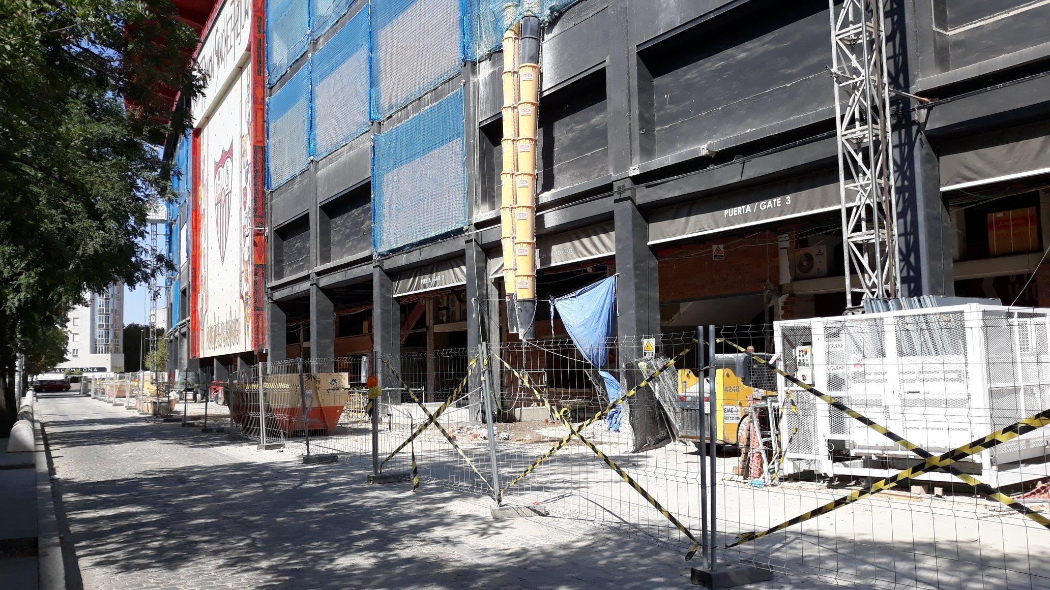 Foto: A 8 días vista para el comienzo de LaLiga en casa, así están las obras en el Sánchez-Pizjuán, vía @SVQBiris1