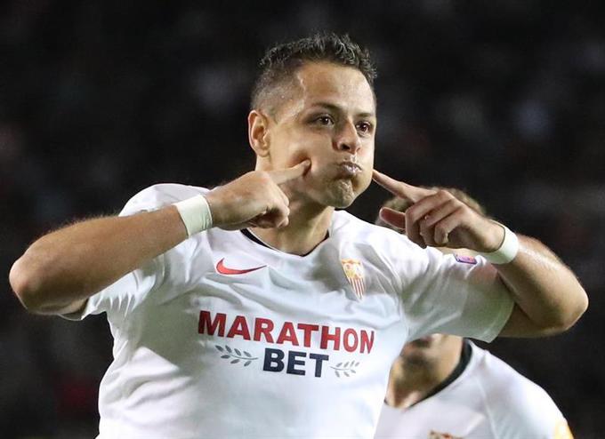Foto: ¿Por qué celebró así su gol Chicharito?