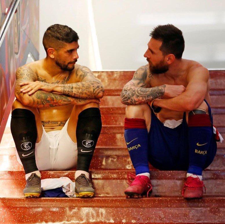 La foto de Banega y Messi tras acabar el partido de anoche de la que todos hablan