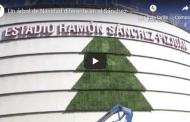 Vídeo: Un árbol de Navidad diferente en la fachada del Sánchez-Pizjuán