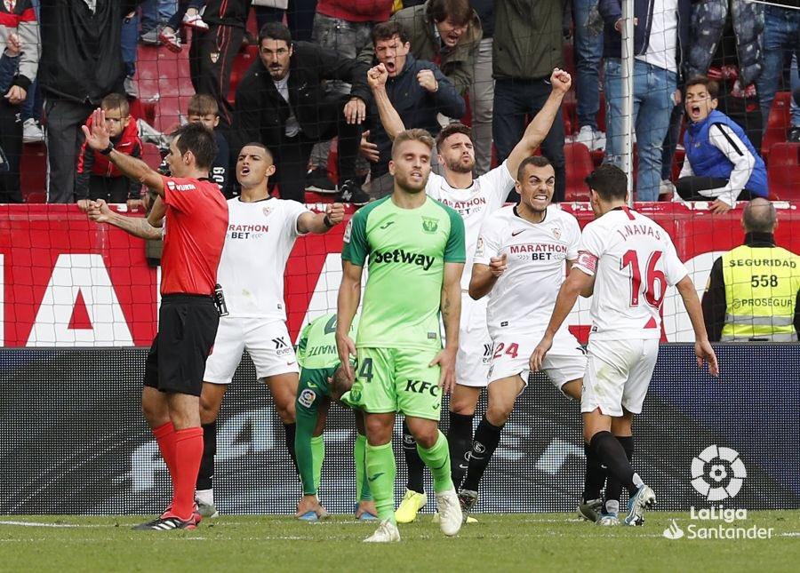 Foto: La imagen de una victoria sufrida en el Sevilla FC